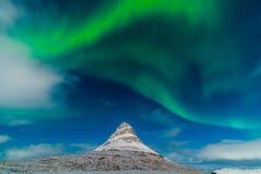 Aurora acima de Kirkjufell Fotos de Stock
