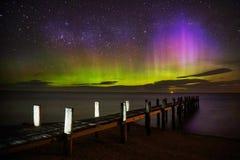 Aurora Australis toont door de werf stock afbeelding
