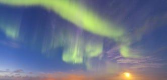 Aurora boreal aka Aurora Borealis fotografada em Islândia fotografia de stock royalty free