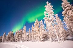 Aurora boreal, Aurora Borealis en Laponia Finlandia imágenes de archivo libres de regalías