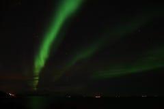 Aurora boreal em Bremnes perto de Harstad, Noruega imagens de stock