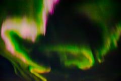 Aurora boreal en el cielo nocturno Foto de archivo