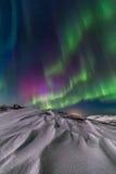Aurora boreal en la orilla del Océano ártico Fotos de archivo