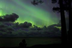 Aurora boreal no Lago Ladoga, Rússia foto de stock