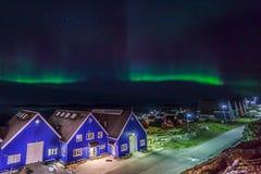 Aurora boreal sobre a cidade de Nuuk, Gronelândia Fotografia de Stock Royalty Free