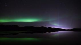 Aurora boreal y la torre de la paz Imagenes de archivo