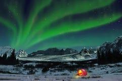 Aurora boreal y tienda del campo, Islandia Fotografía de archivo