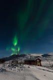 Aurora boreale alla montagna nell'inverno Immagine Stock