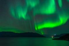 Aurora boreale sopra il fiordo immagine stock