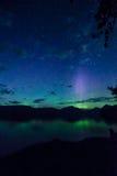 Aurora boreale sopra il lago mcdonald in ghiacciaio NP Immagini Stock