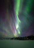 Aurora boreale sopra la montagna Immagini Stock Libere da Diritti