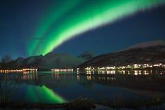 Aurora boreale sopra paesaggio immagine stock