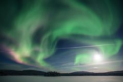 Aurora boreale su Kola Peninsula Regione di Murmansk, Russia fotografia stock libera da diritti