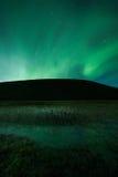 Aurora borealis über einem Berg Stockbild