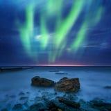 Aurora borealis au-dessus de la mer Images libres de droits