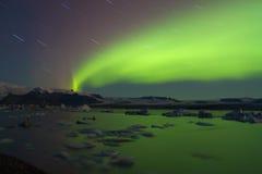 Aurora borealis boven Jökulsárlón-gletsjerlagune stock foto's