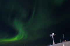 Aurora borealis dans la station de sports d'hiver de Lévi, Finlande Images libres de droits