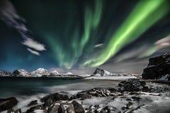 Aurora Borealis De groene Dame die een grote show in de nacht uitvoeren stock foto