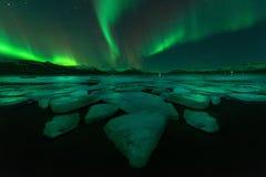 Aurora borealis de la aurora boreal en el cielo nocturno Imagenes de archivo