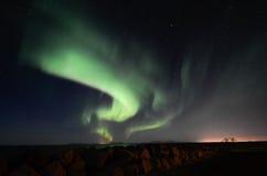 Aurora borealis, digue rocheuse, Gardur, Islande Images libres de droits