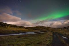 Aurora Borealis för nordliga ljus ovannämnt landskap i Island royaltyfria bilder