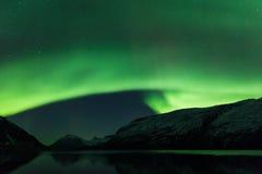 Aurora Borealis fjordlandskap Arkivbild