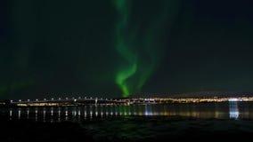 Aurora borealis, luce nordica sopra l'isola della città di tromso e fiordo sereno di autunno archivi video