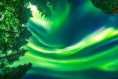 Aurora Borealis obenliegend Stockfotos