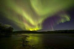 Aurora Borealis over de rivier royalty-vrije stock fotografie