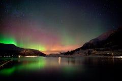 Aurora borealis refletido no fiorde Imagens de Stock Royalty Free