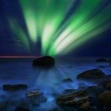 Aurora borealis sobre el mar Foto de archivo libre de regalías