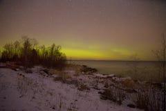 Aurora borealis sobre o lago ladoga na noite de março Pyatirechye, região de Leninegrado Rússia imagem de stock royalty free