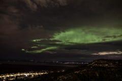 Aurora Borealis sopra Eagle River immagini stock libere da diritti