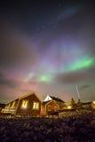 Aurora borealis sopra il villaggio, isole di Lofoten, Norvegia Fotografia Stock Libera da Diritti
