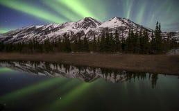 Aurora d'Alasca di riflessione Immagine Stock