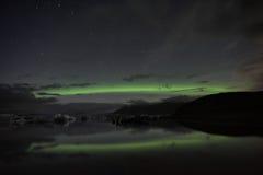 Aurora de la reflexión de Jokulsarlon Foto de archivo libre de regalías
