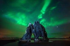 Aurora di Hvitserkur immagine stock