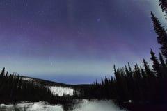 Aurora sobre la montaña Imagenes de archivo