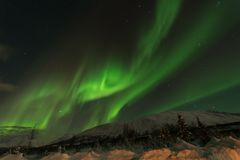 Aurora a tempestade solar no cirlce ártico do norte foto de stock royalty free