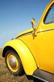 Aus alter Zeit gelbe Autosechziger jahre Stockfotos