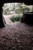 Aus den alten Höhlen heraus Steinwände stockfoto