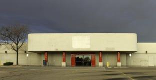 Aus Geschäfts-Einzelhandelsgeschäft heraus Stockfoto