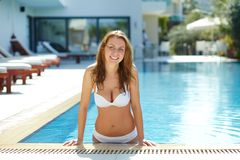 Aus Swimmingpool heraus Lizenzfreie Stockfotografie