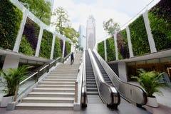 Aus Untergrundbahn nahe Pearl River Kontrollturm und großartigem Hyatt Hotel heraus Stockfotografie