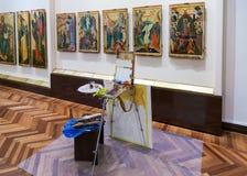 Ausarbeiten von alten Ikonen im historischen Museum beim Novg Lizenzfreie Stockbilder