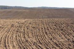 Ausbaufähiges Feld Gepflogenes landwirtschaftliches Ackerland Lizenzfreies Stockfoto