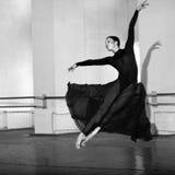 Ausbildende moderne Ballerina Lizenzfreies Stockfoto