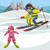Ausbildungsskifahren der Karikaturmutter und -kindes im Urlaub lizenzfreies stockfoto