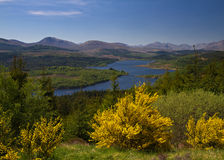 Ausblick in Loch Garry stockbilder