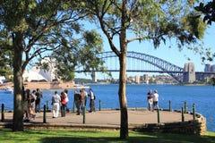 Ausblick in Sydney mit Touristen Stockbild